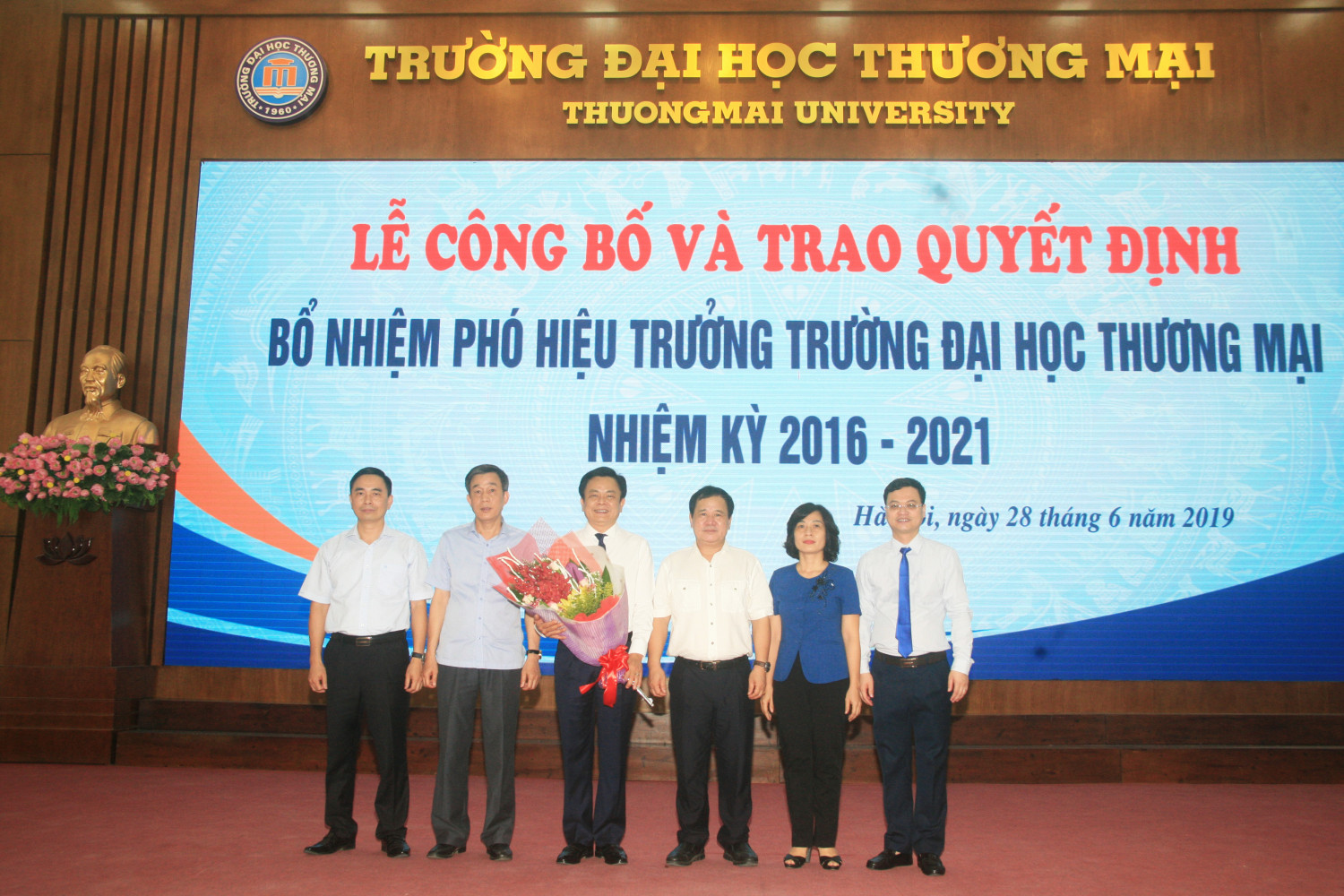 Representatives of Ministry of Education and Training and University leaders giving flowers to A/Prof. Dr. Nguyen Hoang